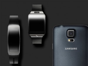 galaxy-gear-naast-phone-en-smartwatch